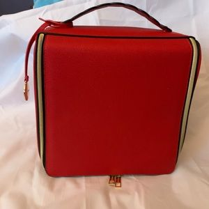 ESTEE LAUDER RED W/BLACK OUTLINE LOGO TRAIN CASE